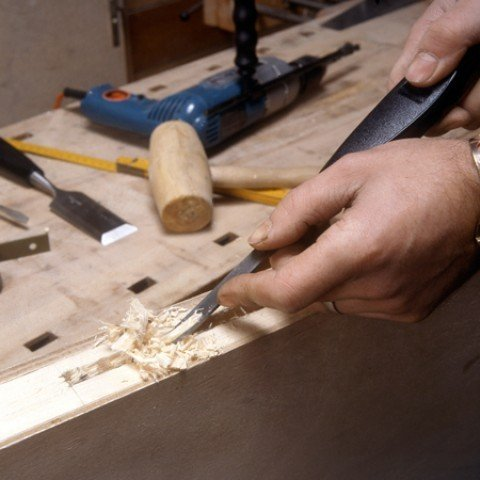 When you have pierced the entire width of the lock, fix the remaining wood with a chisel.