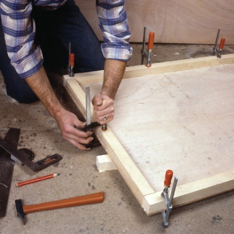 Hold both elements together with clamps.
